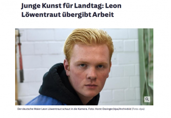 Junge Kunst für Landtag: Leon Löwentraut übergibt Arbeit